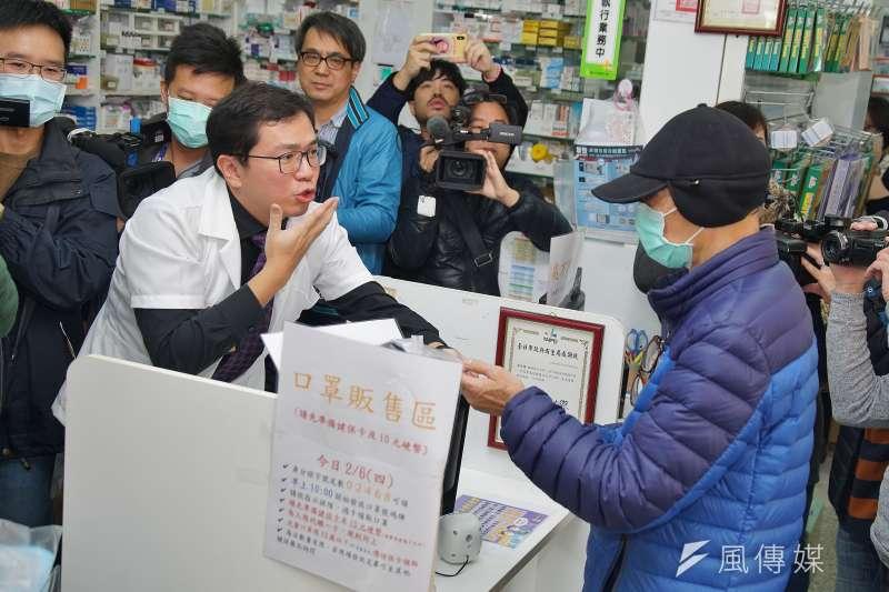 「口罩實名制」上路後,第1線販賣口罩的社區藥局、藥師負擔沉重。(資料照,盧逸峰攝)