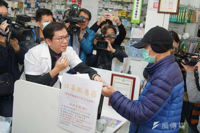 針對近日有藥師因不慎還錯健保卡而遭到民眾要求下跪,警方已找到該名李姓婦人到案說明,並於今(15)日函送北檢。(資料照,盧逸峰攝)