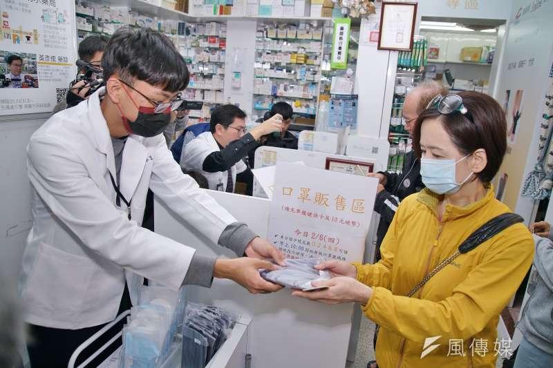 秀傳紀念醫院副院長、外科醫師蔡志宏指出,口罩實名制其實仍存在許多問題尚未解決,呼籲台灣人不要過度自滿,應該要繼續鼓勵政策提升。示意圖。(資料照,盧逸峰攝)