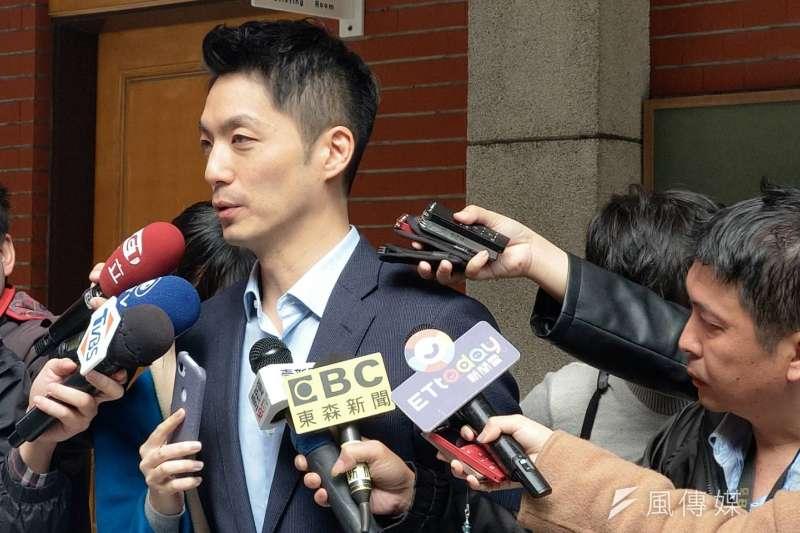 國民黨團書記長蔣萬安(見圖)6日上午受訪時表示,國民黨立院黨團擬比照2003年的SARS疫情推動「防疫紓困條例」。(潘維庭攝)