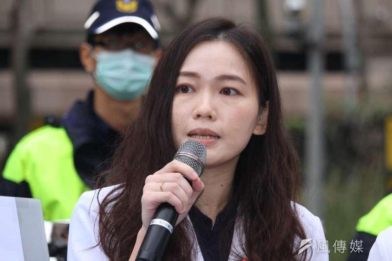 台灣醫事行動聯盟發起人吳欣岱(見圖)認為韓國瑜想為醫護普篩的作法沒必要,不過她事後卻在臉書說,自己這兩天已經跑去篩檢,引起外界議論。(資料照,蔡親傑攝)