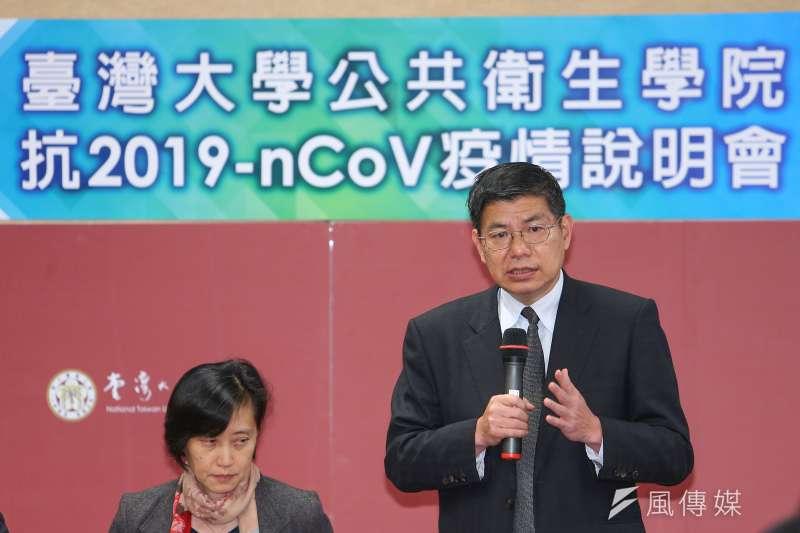 台大公衛學院詹長權院長(圖右)指出,台商若真的沒有辦法,則要確認若在中國感染生病有適當的幫助。(顏麟宇攝)