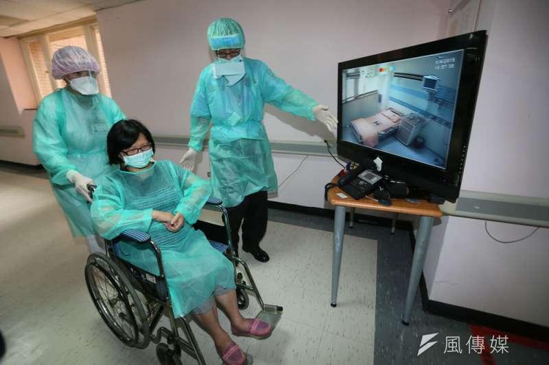 台灣在SARS之後確立發燒篩檢制度、增設負壓隔離病房。(柯承惠攝)