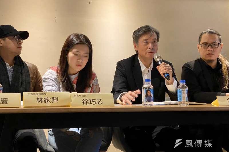 台北市議員徐巧芯(左二)和國民黨前秘書長金溥聰17日舉行記者會,公開反對國民黨即將處理的傅崐萁恢復黨籍案。(徐巧芯辦公室提供)