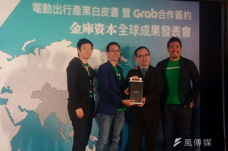圖為金庫資本與Grab合夥人,左起GrabBike印尼負責人TJ Tham、Grab Venture負責人Chris Yeo、金庫資本合夥人丁學文以及GrabWheels財務長Andrew。(圖/ 風傳媒)