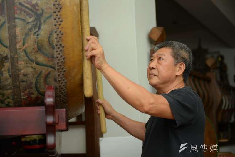 王錫坤是新莊知名「响仁和鼓藝工坊」老師傅。(圖/新北市文化局提供)