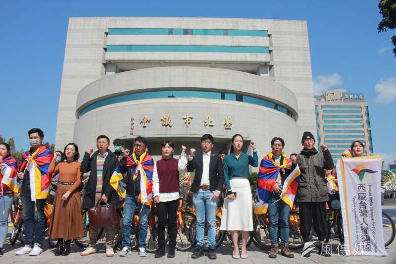 由西藏台灣人權連線理事長札西慈仁發起的「為西藏自由而騎」活動,至今已10個年頭,今(19)日舉行2020年第2場活動,一行人今早自228公園出發,一路騎到台北市議會。(方炳超攝)