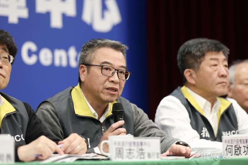 20200219-中央流行疫情指揮中心副指揮官何啟功(左)19日出席中央流行疫情中心例行記者會。(簡必丞攝)