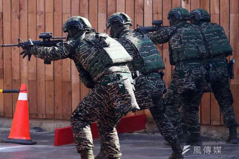 海軍陸戰隊特勤中隊為我國軍三大特勤隊之一,今年1月國防部舉辦的春節加強戰備中,海軍部分就是由陸戰特勤演練格鬥、射擊、反恐等技能,展現特勤隊為什麼是國家安全最重要防線的原因。(蘇仲泓攝)