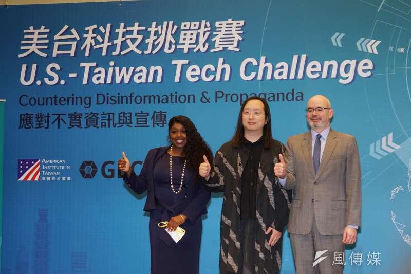 美國國務院全球參與中心科技參與團隊主任華茲、政務委員唐鳳、AIT副處長谷立言19日出席美台科技挑戰賽開幕式。(盧逸峰攝)