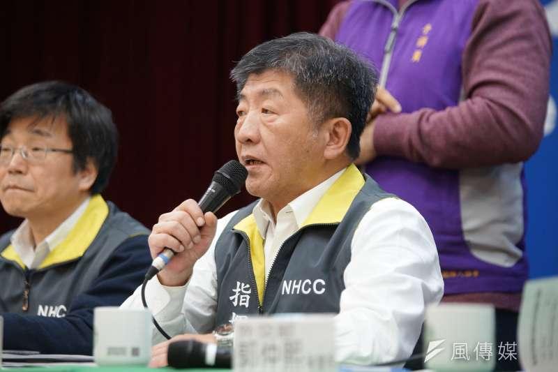 中央流行疫情指揮中心指揮官陳時中(右)表示,日本的旅遊疫情建議「升級是很有可能的」。(資料照,盧逸峰攝)