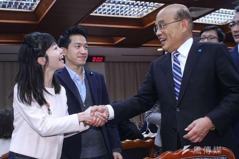 20200220-行政院長蘇貞昌(右)20日拜會立法院民進黨黨團,左為立委高嘉瑜。(蔡親傑攝)