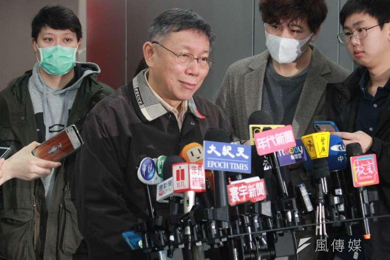 台北市長柯文哲21日表示,居家檢疫很快就會超過容忍量,超過1萬人他認為「一定會垮掉」,所以他建議相關單位不要幻想完全沒有疫情,而是用「控制在可接受範圍內」的態度去面對,比較健康。(方炳超攝)