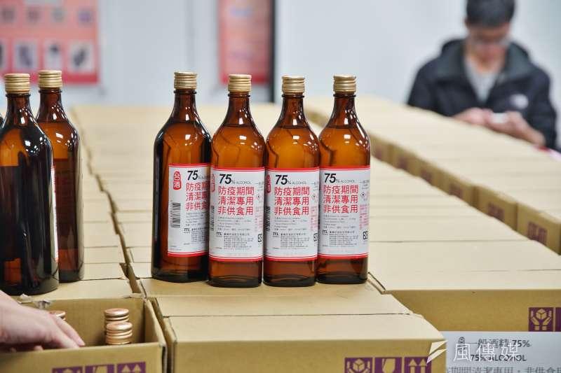 20200223-新北市教育局23日展示校園防疫物資,圖為消毒酒精。(盧逸峰攝)