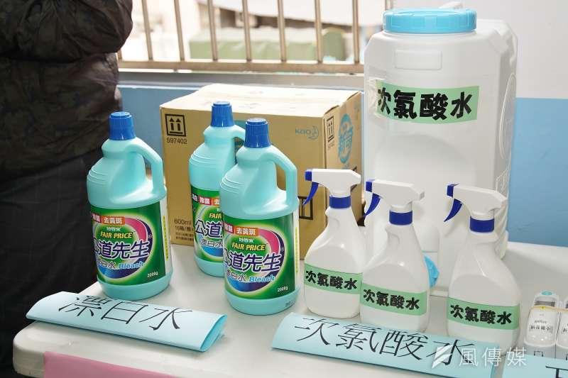 醫師指出,次氯酸水雖然對環境可有效殺菌,卻可能對人體造成傷害。圖為漂白水及次氯酸水。(資料照,盧逸峰攝)