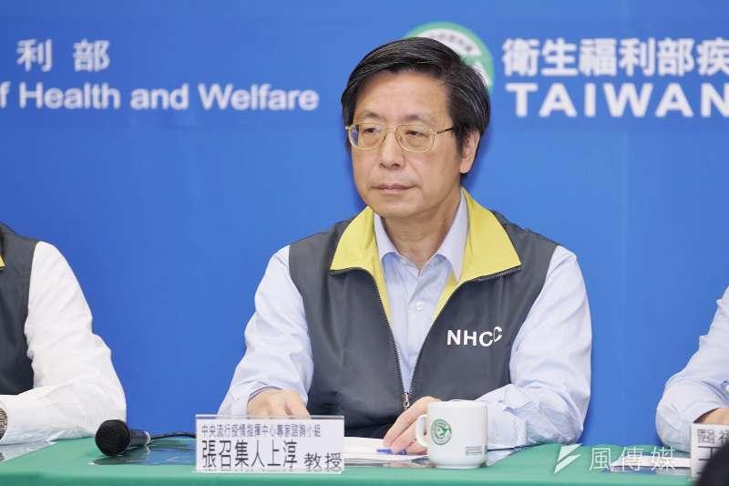 中央流行疫情指揮中心舉行記者會,台灣大學副校長張上淳出席。(盧逸峰攝)