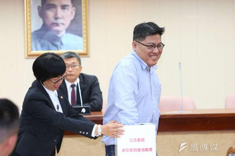 20200224-時代力量立委邱顯智24日出席立院委員會抽籤。(顏麟宇攝)