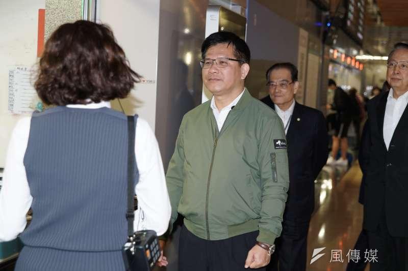 20200225-交通部長林佳龍25日視察台灣高鐵南港站防疫工作。(盧逸峰攝)