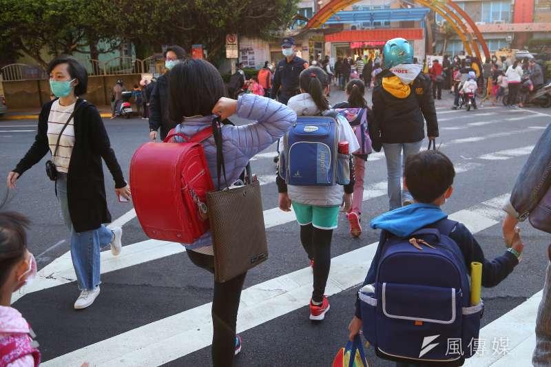 根據《彭博社》報導,世界各地已有多達160多個國家關閉學校,而台灣是全球少數仍維持正常到校上課的國家。示意圖。(資料照,顏麟宇攝)