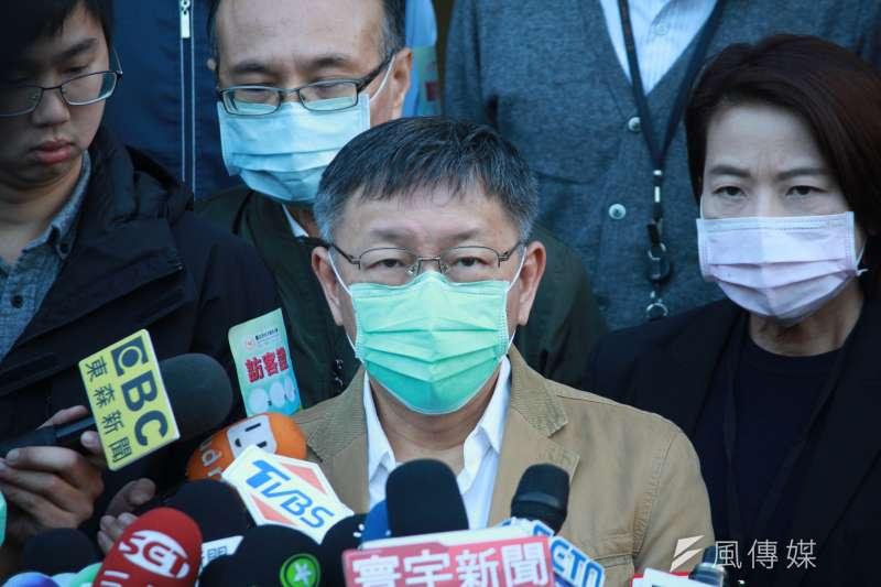 台北市長柯文哲(見圖)今(25)日視察社子國小開學防疫狀況。(方炳超攝)