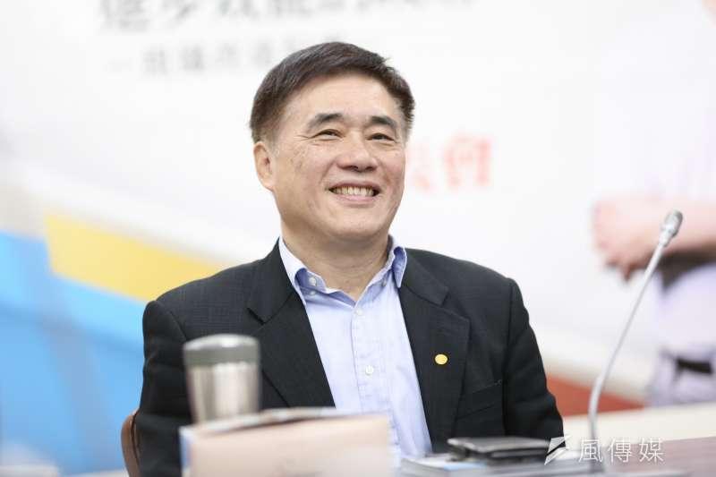 20200226-國民黨主席候選人郝龍斌26日出席前立委呂學樟新書發表會。(簡必丞攝)