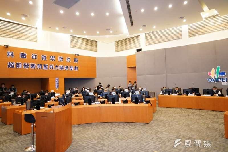 20200227-台北市疫災應變中心27日也提升至一級開設,由市長柯文哲親自擔任指揮官、主持工作會議。(方炳超攝)