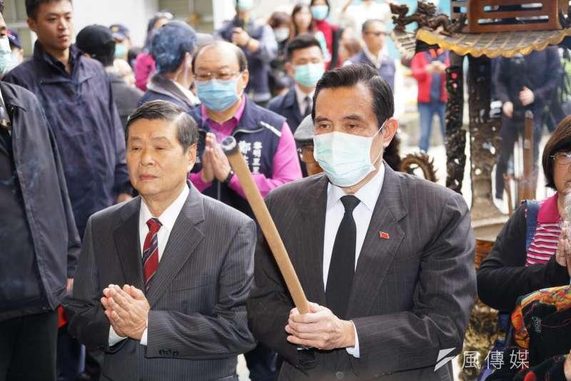 前總統馬英九遭前部屬批「不適合做總統」,馬英九27日提前追思228,於受訪時苦笑回應「怎麼現在才知道?」(盧逸峰攝)