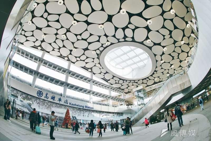 20200302-台鐵局宣布17個車站3日起管制民眾群聚,圖為高雄車站。(盧逸峰攝)