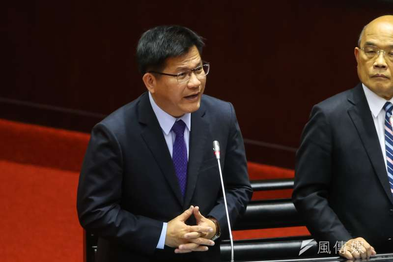 交通部長林佳龍在台中市長任內通過的生煤管制自治條例被行政院宣告部份無效。(顏麟宇攝)