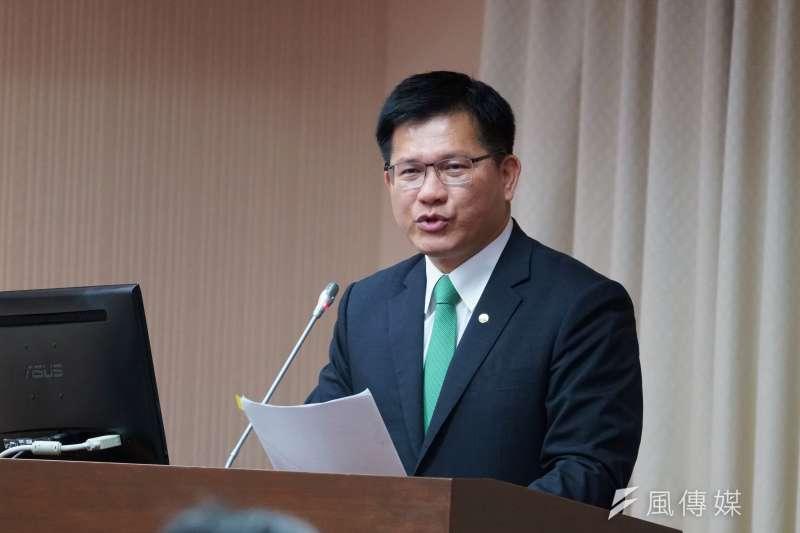 交通部長林佳龍4日赴交通委員會專案報告,繫著綠色的領帶引發立委好奇。(盧逸峰攝)