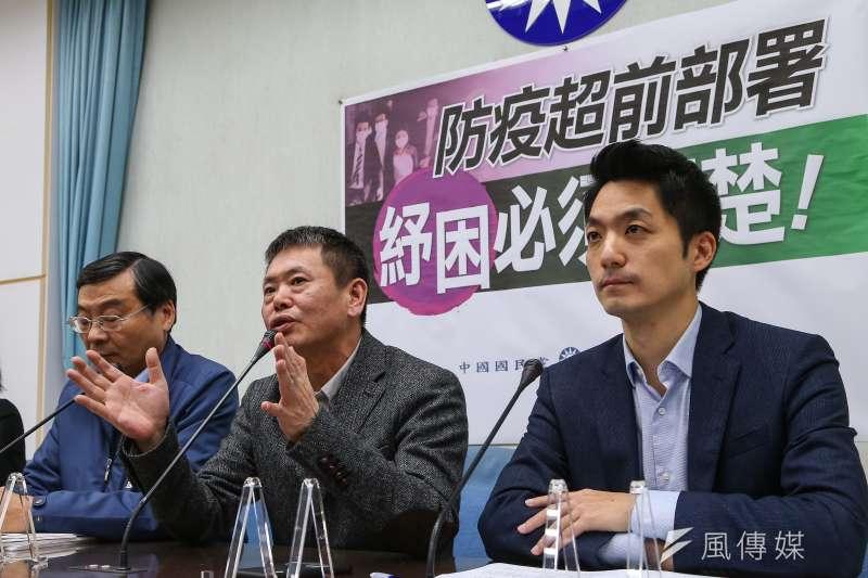 立院國民黨團5日上午召開「防疫超前部署,紓困必須清楚」記者會,立委蔣萬安(右)、林為洲(左)、曾銘宗、李貴敏出席。(顏麟宇攝)