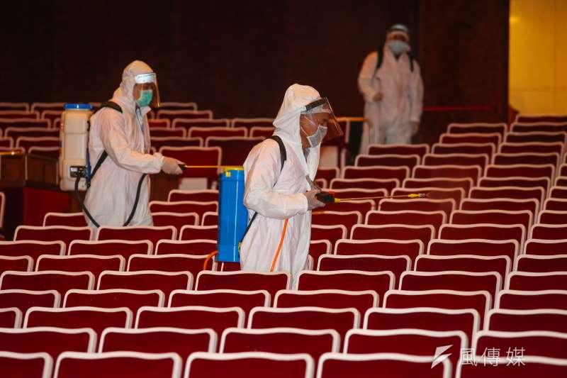 20200306-國家音樂廳6日進行消毒。(顏麟宇攝)