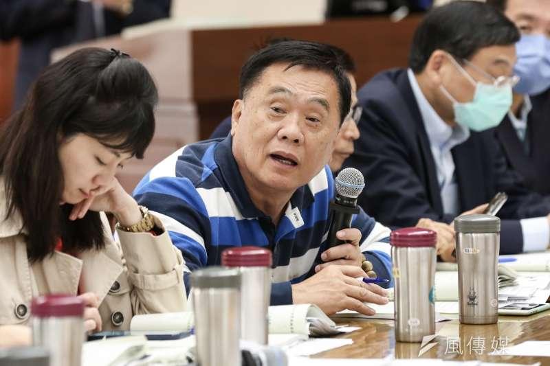 國民黨立委翁重鈞日前提案凍結80%防疫紓困預算,外界炮聲隆隆,在立法院委員會審查前撤案。(簡必丞攝)