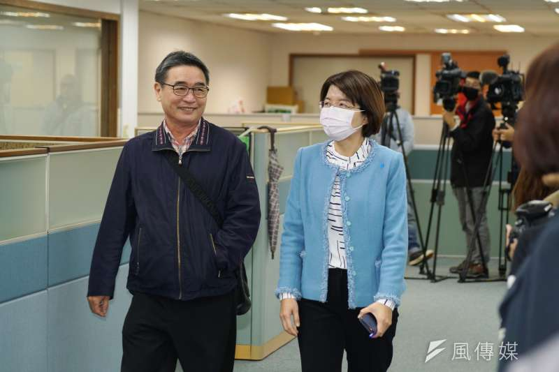 正國會中常委陳茂松(左)質疑,連江黨部的黨員黨齡多非常淺,黨部一成立,卻能產生2席全國黨代表,對其他黨部不公平。(資料照,盧逸峰攝)