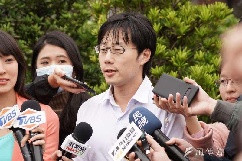 20200311-罷韓提案法定領銜人陳冠榮醫師11日到監察院接受監委約談。(盧逸峰攝)