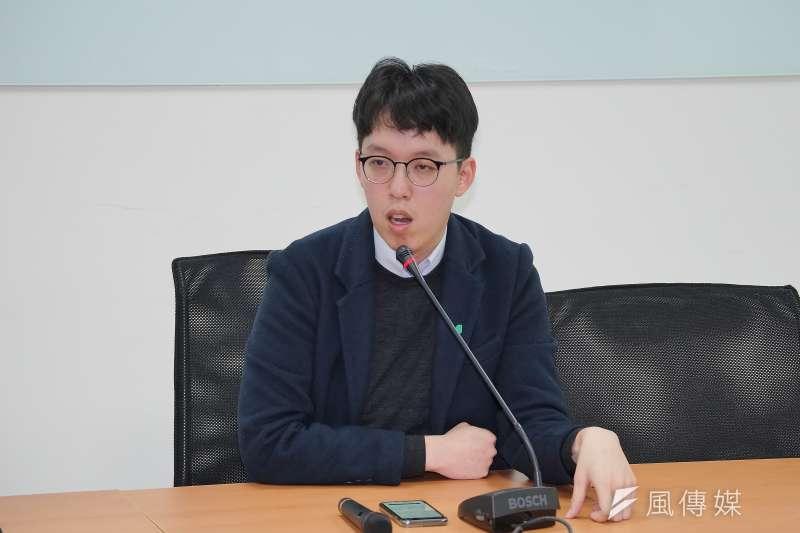 20200312-民眾黨發言人柯昱安12日接受媒體聯訪。(盧逸峰攝)