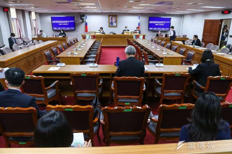 20200312-立法院委員會12日座位採間隔制。(顏麟宇攝)