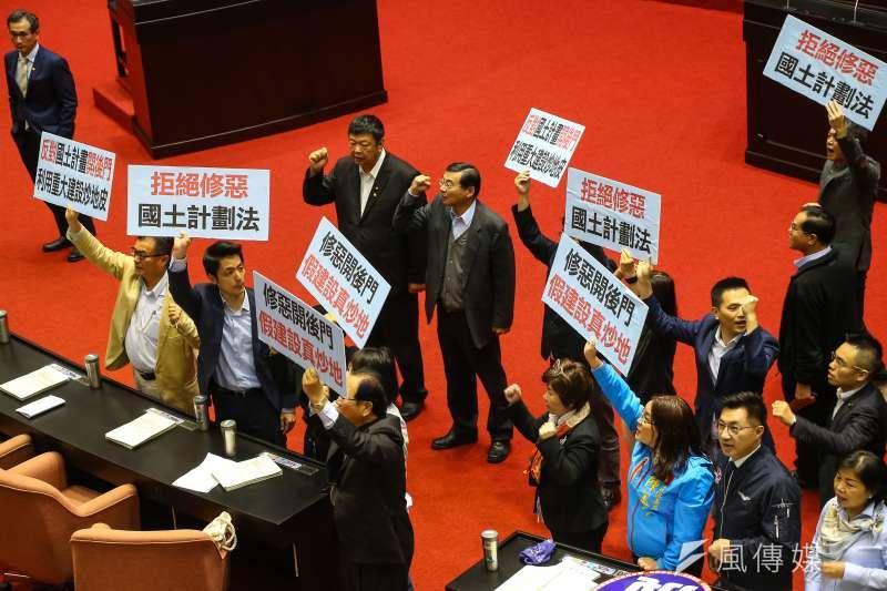 20200313-國民黨團13日要求退回行政院版「國土計畫法」部分條文修正草案。(顏麟宇攝)