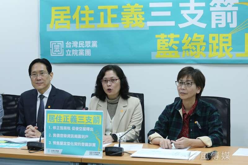 時代力量在今(29)日公布政情民調,在民眾對於政黨立委問政表現的部分,台灣民眾黨墊底。圖為民眾黨立委(左起)張其祿、賴香伶、蔡璧如。(資料照,陳品佑攝)