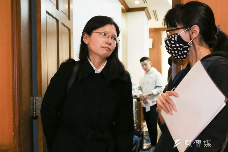 由於中國傳出有受刑人確診之事,台灣人權工作者李明哲妻子李淨瑜(見圖)18日發布聲明稿,表示至今仍不知李明哲是否依然平安健康,盼中國允許李明哲可以和家人通電話。(簡必丞攝)