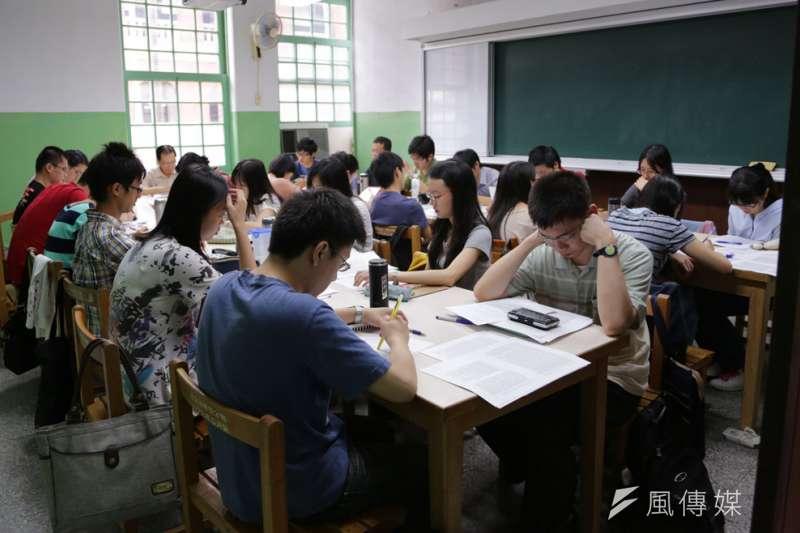 各大專院校加緊研議遠距教學,若有師生確診,齊聚上課的景像將不復見。(新新聞資料照)