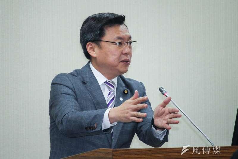 20200319-立委趙天麟出席立法院外交及國防委員會質詢。 (蔡親傑攝)