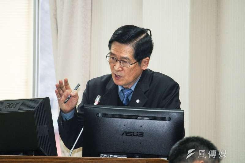 國防部長嚴德發19日出席立法院外交及國防委員會報告業務概況。 (蔡親傑攝)