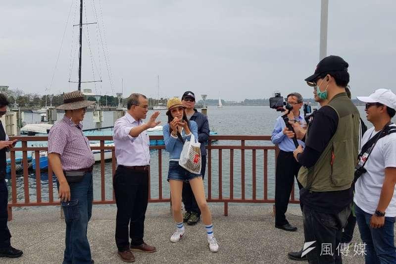 高雄市副市長葉匡時及觀光局長邱俊龍參訪郭常喜兵器文物館。(圖/徐炳文攝)