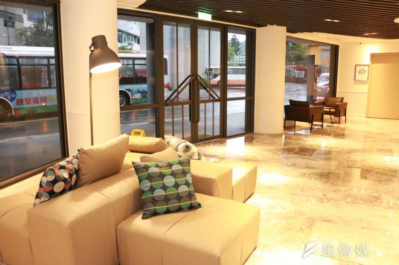 新加州景觀旅館配合政府防疫政策同時提供賓客最安全且舒適的休憩放鬆空間,全面啟動防疫清潔工作讓各位到訪貴賓安心入住。(圖/李梅瑛攝)