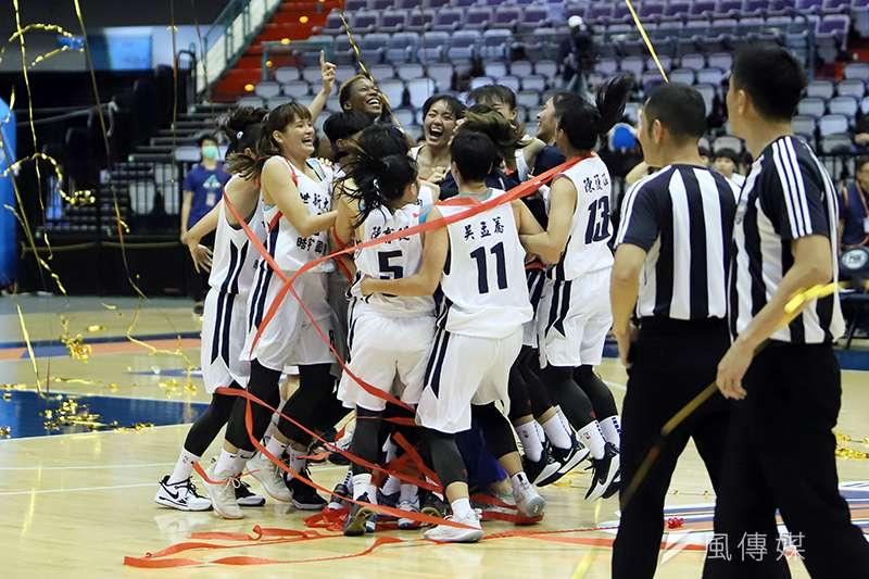 去年首度挑戰冠軍未成,今年世新女籃大補強後再次闖入冠軍戰,如願拿下隊史首冠。(余柏翰攝)