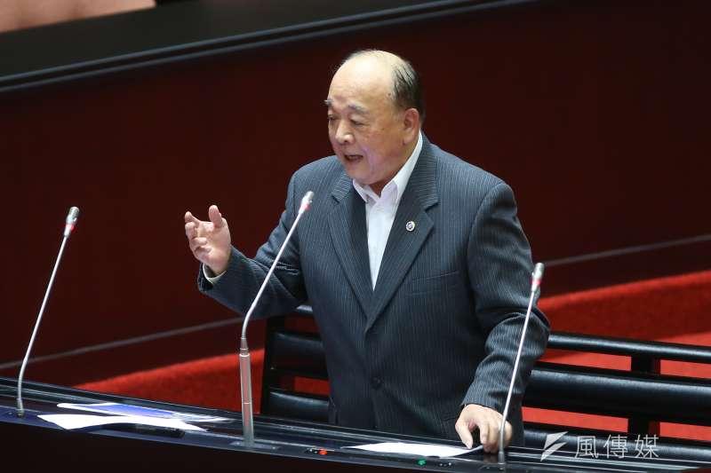 國民黨立委吳斯懷(見圖)24日備詢時表示,經濟部規劃2025年燃氣能源配比要達50%,明顯過高。(資料照,顏麟宇攝)