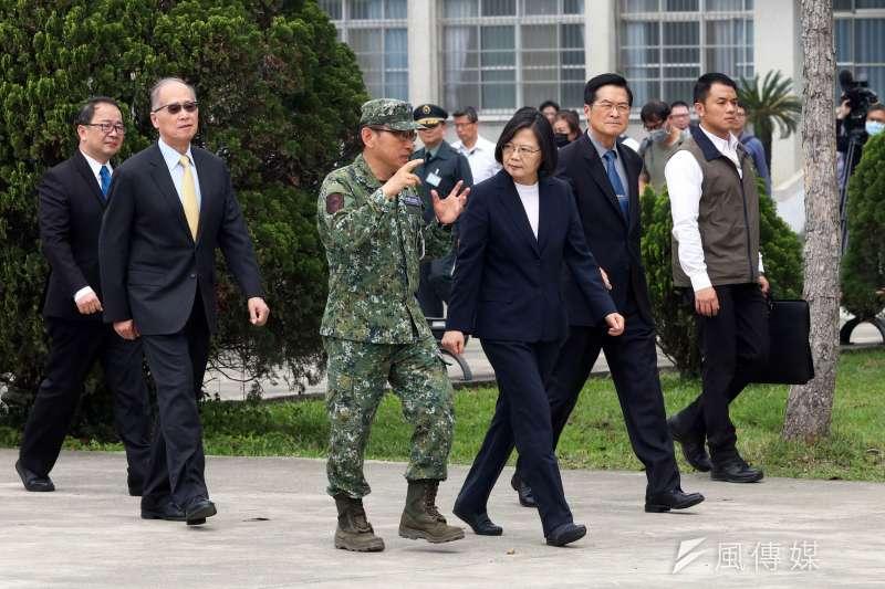 因應新冠肺炎疫情,總統蔡英文24日上午特別前往203旅了解國軍防疫整備作為。(蘇仲泓攝)