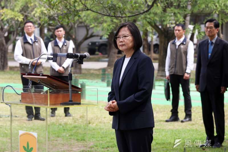 20200324-總統蔡英文24日上午特別前往203旅了解國軍防疫整備作為。(蘇仲泓攝)