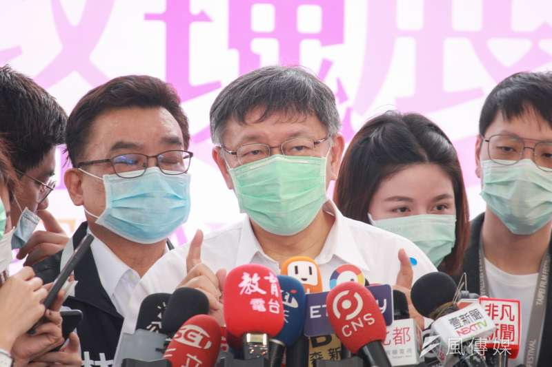 台北市長柯文哲25日上午出席2020台北玫瑰展開幕式活動,並宣布北市紓困方案。(方炳超攝)